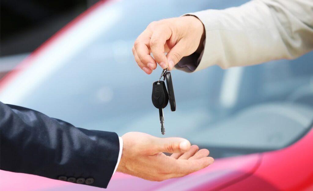 Remise des clés à l'achat d'une voiture d'occasion
