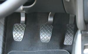 Pédalier de voiture, embrayage, frein et accélérateur avec garniture en bon état