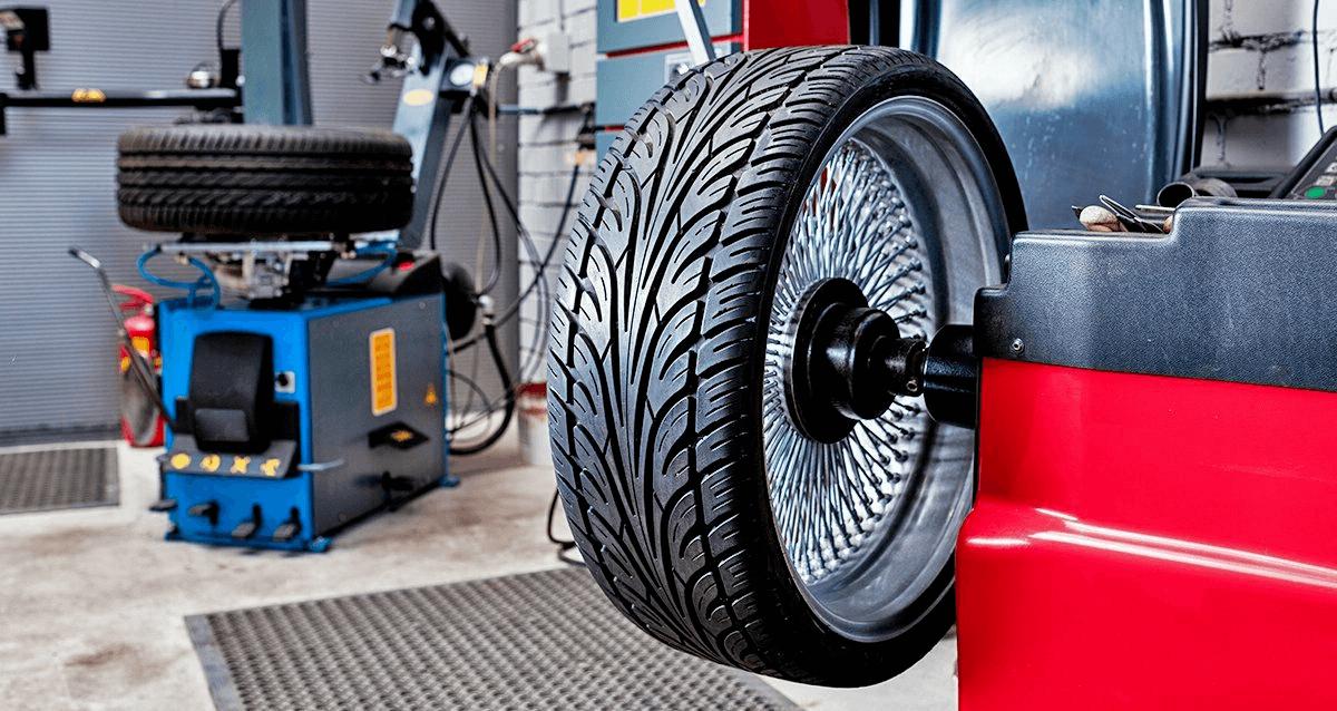 Equilibrage d'une roue de voiture : comment cela fonctionne et pourquoi c'est important